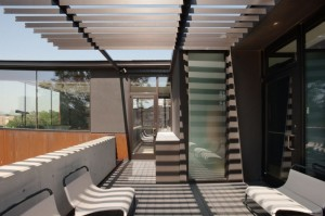 oklahoma-case-study-house-outdoor-balcony-900x599
