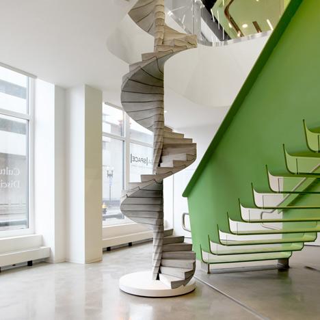dezeen_Helix-Staircase-by-Matter-Design_1a