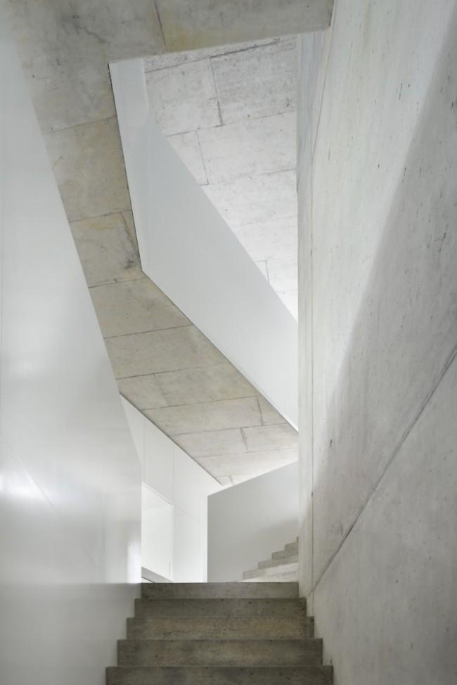 509bf391b3fc4b2c5500001f_duplex-house-l3p-architects_10_asd_277-012_n-667x1000