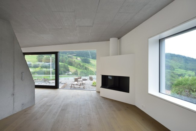 509bf3c5b3fc4b2c55000028_duplex-house-l3p-architects_15_asd_277-035_n-1000x667