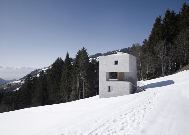 Mountain-Cabin-by-Marte-Marte-Architects_ss_1
