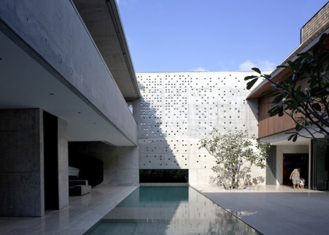 Courtyard-House-by-Formwerkz-Architects_ss_1