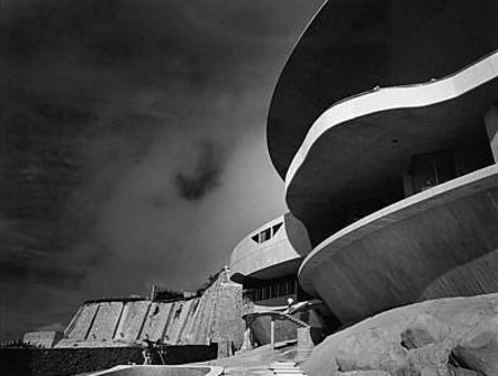 John-Lautner-Arango-House-photo-by-Julius-Shulman