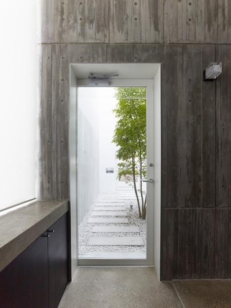 dezeen_Takanawa-House-by-Hiroyuki-Ito_4