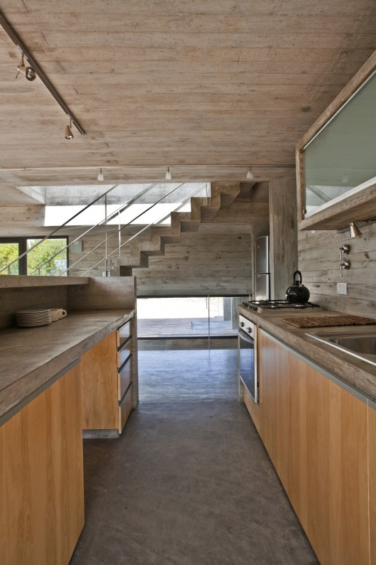 529d3277e8e44e012000003c_house-on-the-beach-bak-architects_00265335-530x795