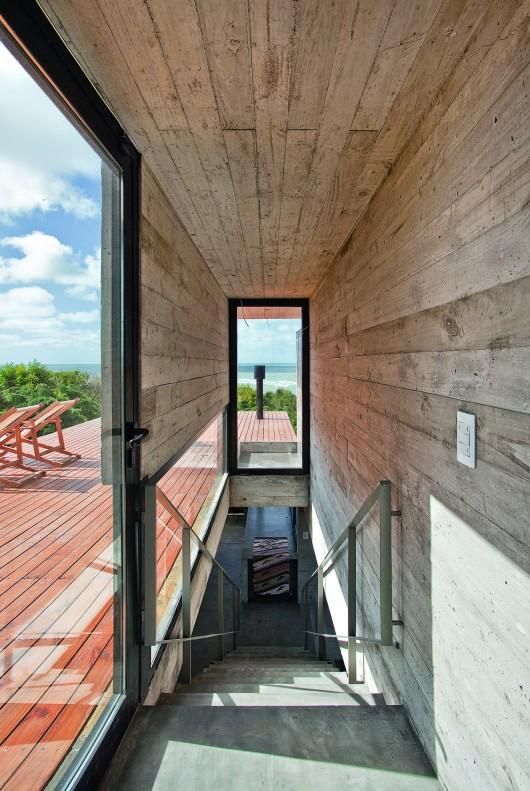 529d35d3e8e44e553d000042_house-on-the-beach-bak-architects_00265447_r-530x791
