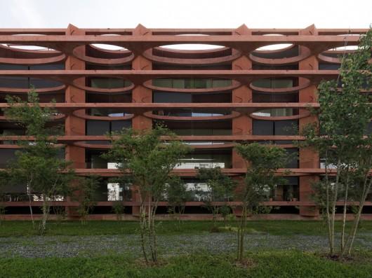 52d86a0de8e44efb24000034_residential-building-zug-schleife-valerio-olgiati_1_zug_18-javiermiguelverme-530x397