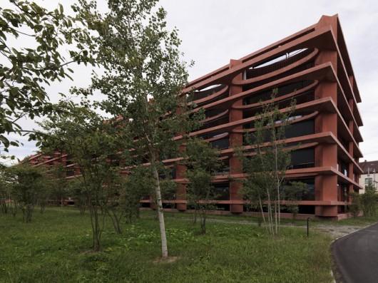52d86a19e8e44e4512000033_residential-building-zug-schleife-valerio-olgiati_2_zug_16-javiermiguelverme-530x397