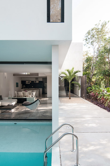 House-in-Cancun-Mexico-by-Warm-Architects_dezeen_468_14