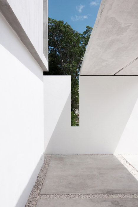 House-in-Cancun-Mexico-by-Warm-Architects_dezeen_468_2