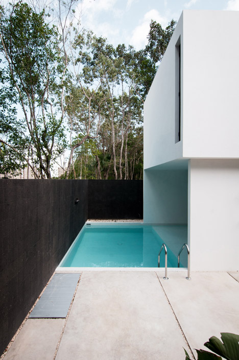 House-in-Cancun-Mexico-by-Warm-Architects_dezeen_468_4