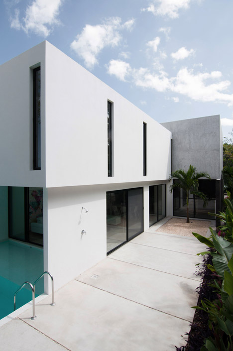 House-in-Cancun-Mexico-by-Warm-Architects_dezeen_468_5