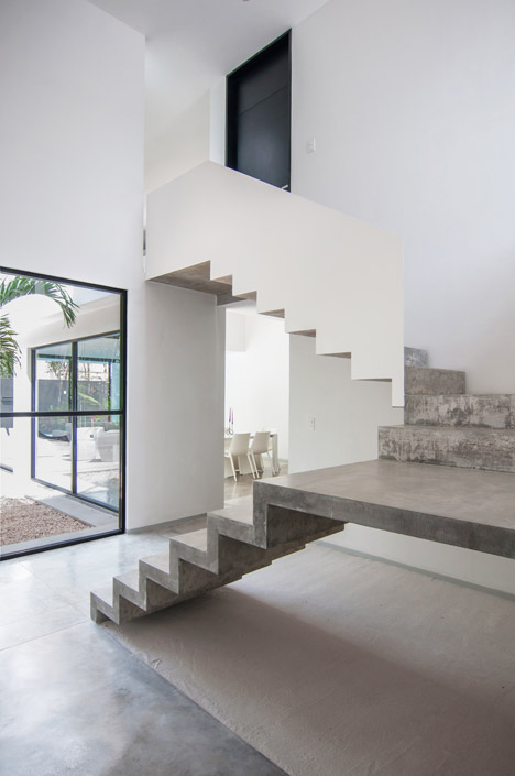 House-in-Cancun-Mexico-by-Warm-Architects_dezeen_468_7
